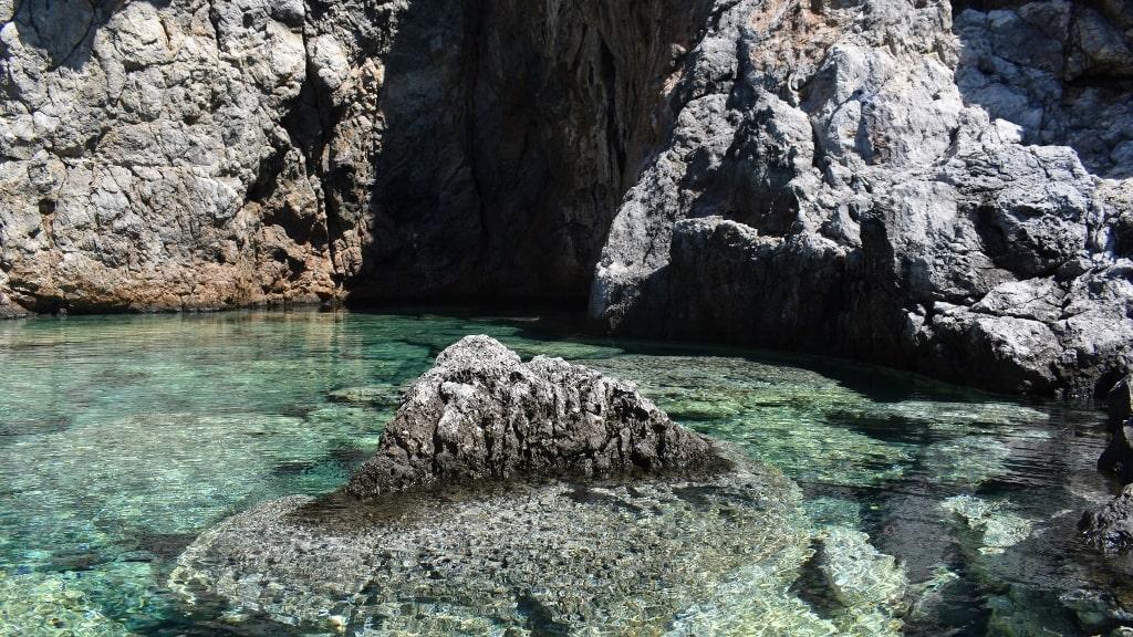 Magic green pool on Kythera by Xenonas Fos ke Choros (4)