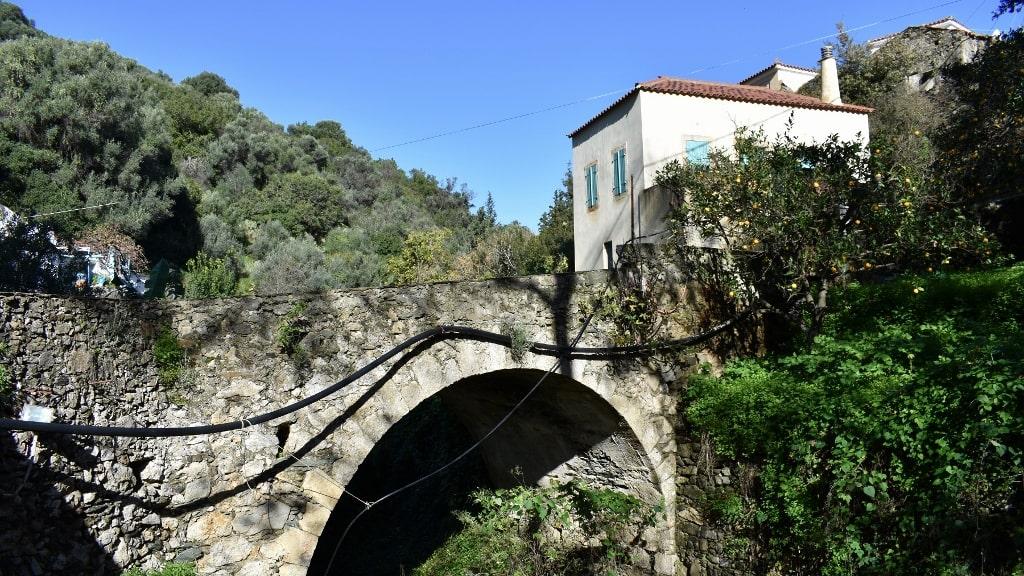 Springs of Karavas on Kythera by Xenonas Fos ke Choros (6)