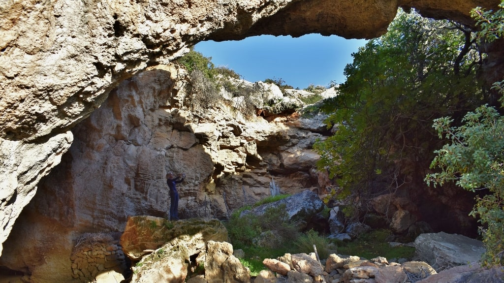 Caves on Kythera by Xenonas Fos ke Choros (6)
