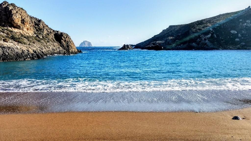 Chytra island by Xenonas Fos ke Choros (1)